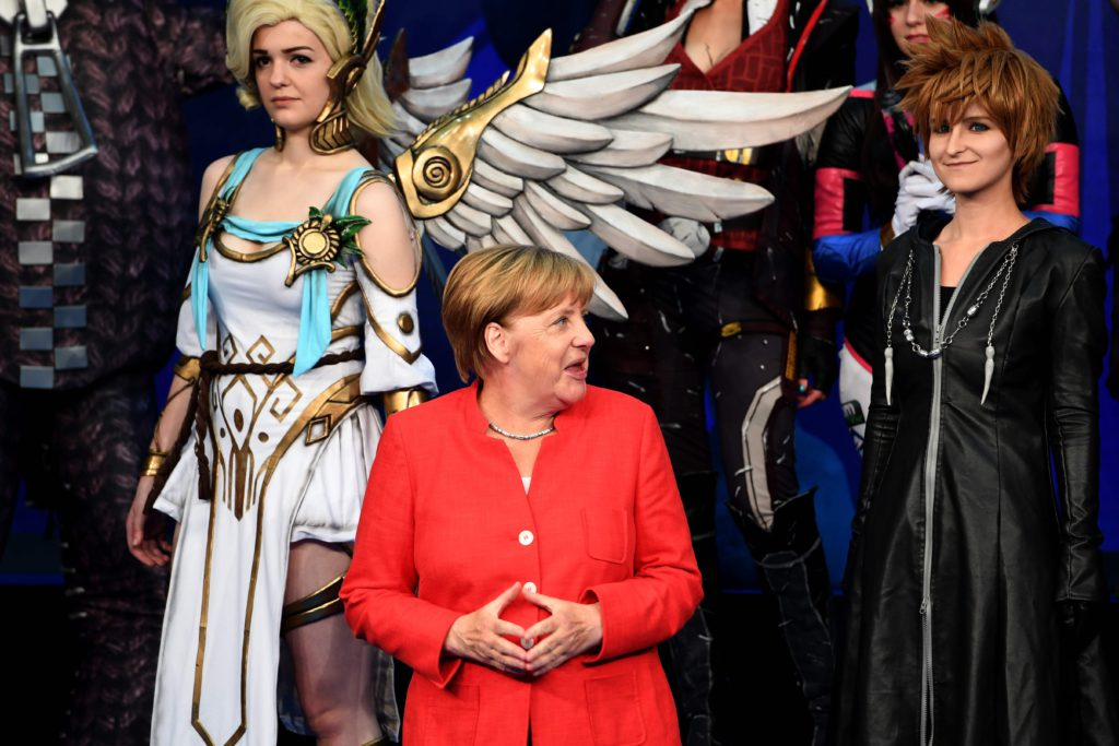 "German Chancellor Angela Merkel attends the gaming fair ""gamescom"" during the opening ceremony in Cologne on August 22, 2017. / AFP PHOTO / PATRIK STOLLARZ / TT / kod 444"